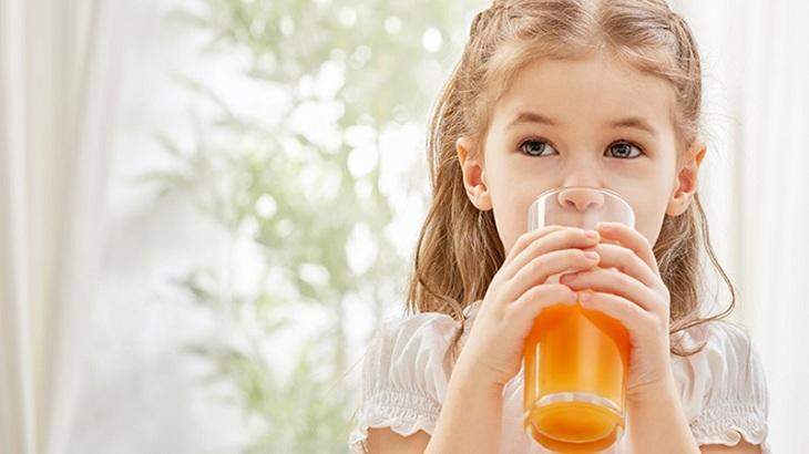 Cho trẻ dùng nước cam để phòng ngừa và giảm nguy cơ mắc bệnh trĩ