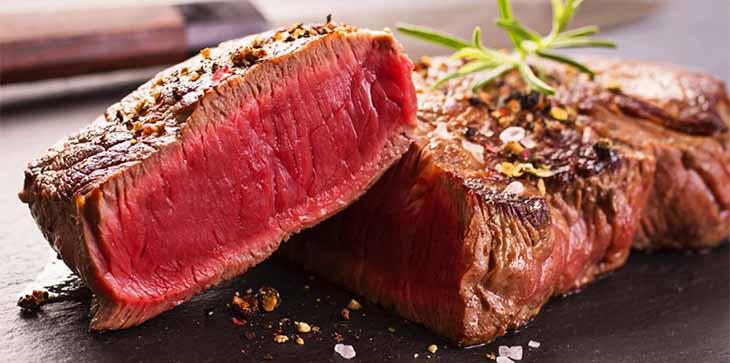 Các loại thịt đỏ như thịt bò, cừu ... không tốt cho người bệnh vảy nến