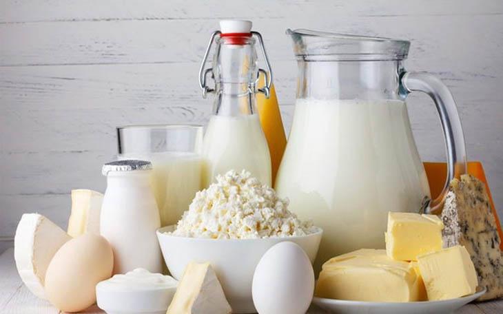 Trong sữa cũng như các chế phẩm từ sữa chứa casein protein và acid arachidonic, khiến tình trạng viêm trầm trọng hơn