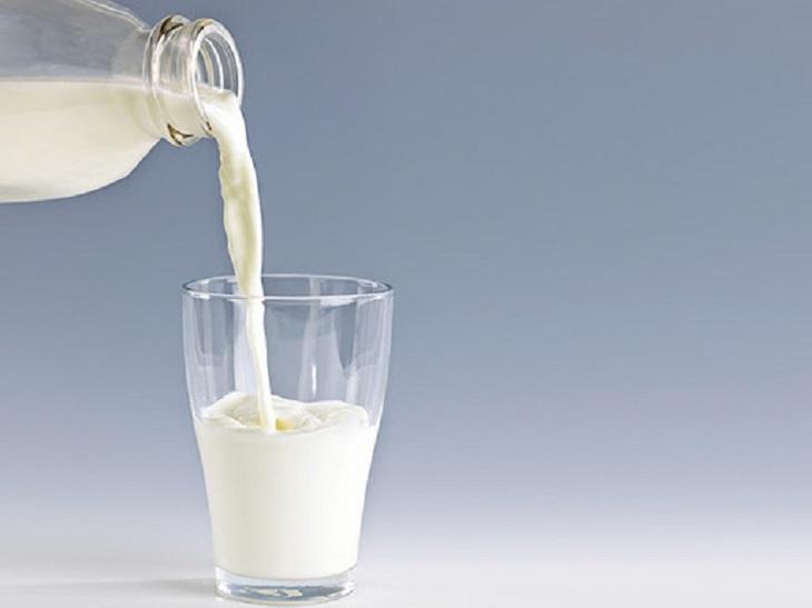 Uống sữa tươi cung cấp nguồn dinh dưỡng cần thiết cho cơ thể