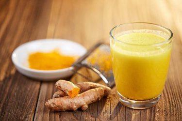 Bột nghệ giúp trung hoà axit trong thượng vị, làm giảm triệu chứng ợ hơi, ợ chua
