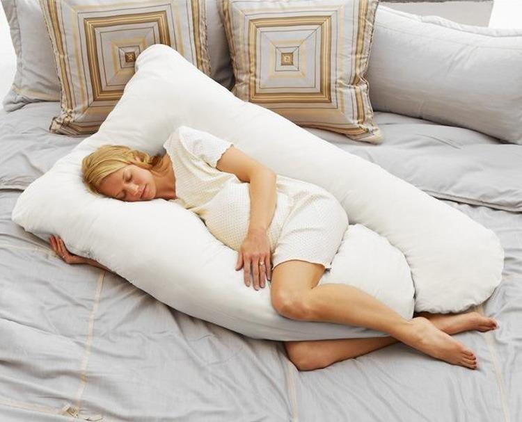 Tư thế nằm ngủ tốt nhất cho mẹ bầu là nằm nghiêng sang bên trái.