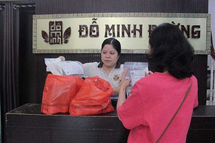 Cô Hạnh tin tưởng sử dụng trước liệu trình 2 tháng bài thuốc nam chữa viêm âm đạo của Đỗ Minh Đường