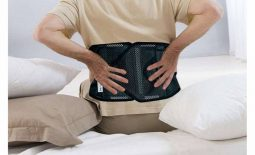Đai lưng thoát vị đĩa đệm là dụng cụ hỗ trợ được bác sĩ khuyên dùng