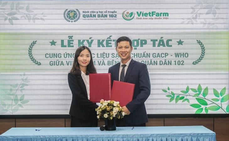 Lễ ký kết hợp tác cung ứng dược liệu sạch giữa 2 đơn vị diễn ra thành công.