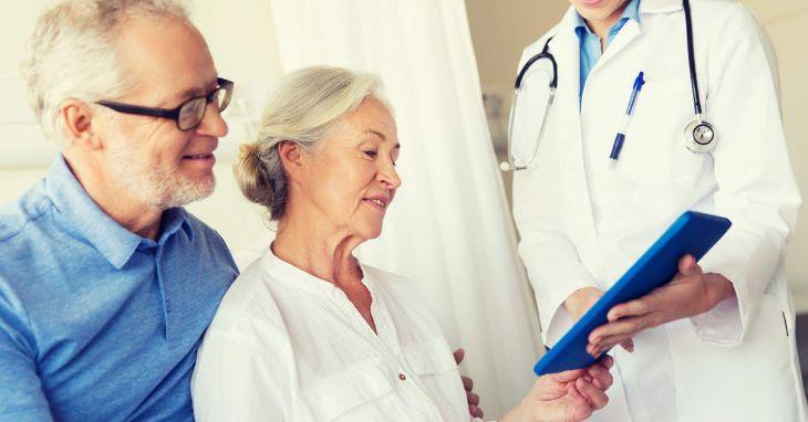 Người bệnh rối loạn tiền đình nên đi thăm khám bác sĩ, tránh tự ý dùng thuốc
