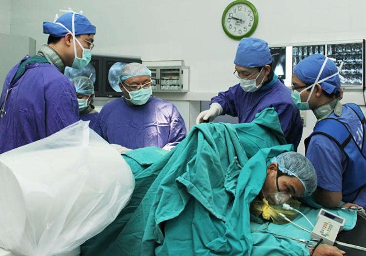 Tùy tình trạng bệnh bác sĩ sẽ tư vấn chỉ định kỹ thuật mổ phù hợp.