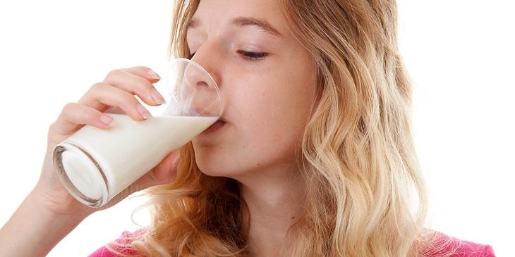 Bệnh nhân xuất huyết dạ dày chỉ nên dùng khoảng 1 ly sữa mỗi ngày
