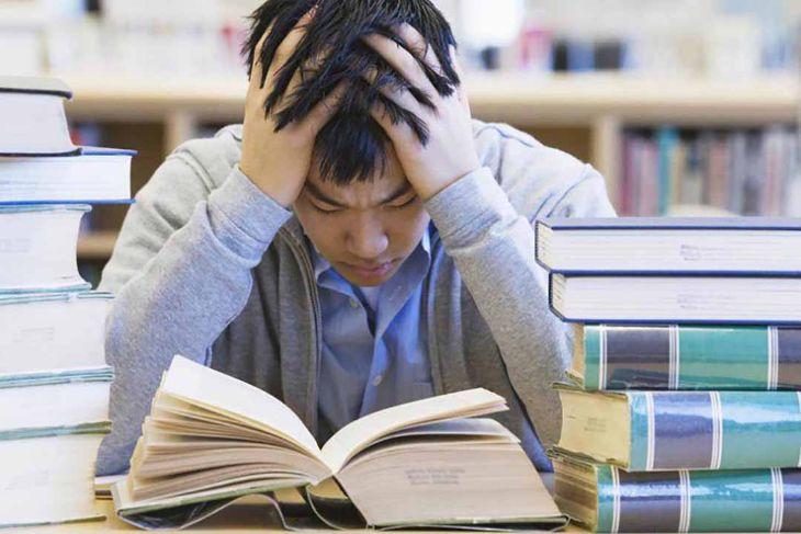 Thường xuyên căng thẳng, mệt mỏi cũng là một nguyên nhân chính gây bệnh