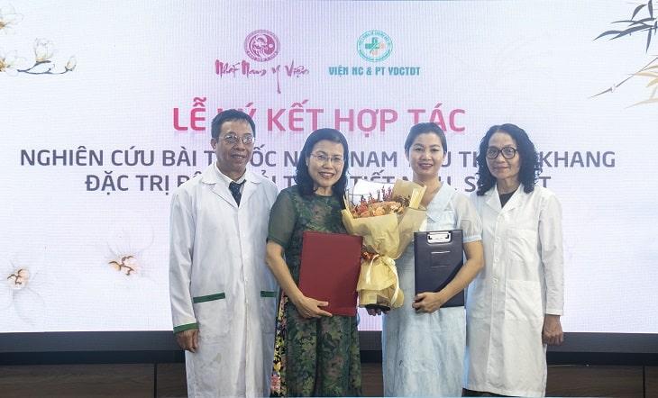 Lễ kí kết hợp tác nghiên cứu bài thuốc Nhất Nam Tiêu Thạch Khang đặc trị sỏi mật