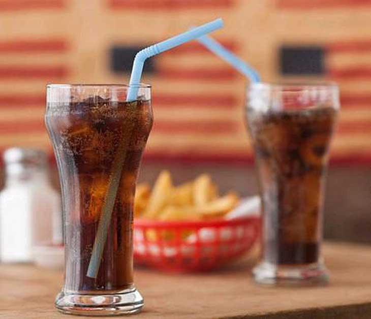 Trẻ nên kiêng đồ uống có ga thay vào đó là các loại nước ép chứa nhiều vitamin, bổ sung chất dinh dưỡng