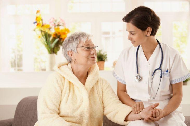 Người bị tiền đình cần thăm khám và tư vấn bác sĩ để điều trị dứt điểm bệnh
