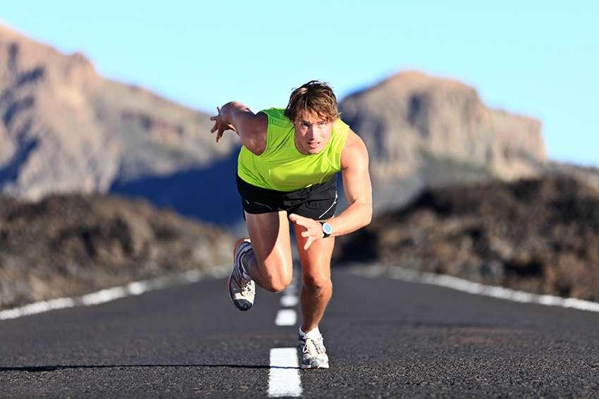 Chạy bộ có thể phù hợp với người bệnh thoái hóa nhẹ, tuy nhiên các chuyên gia xương khớp không khuyến khích người bệnh tập bài tập này