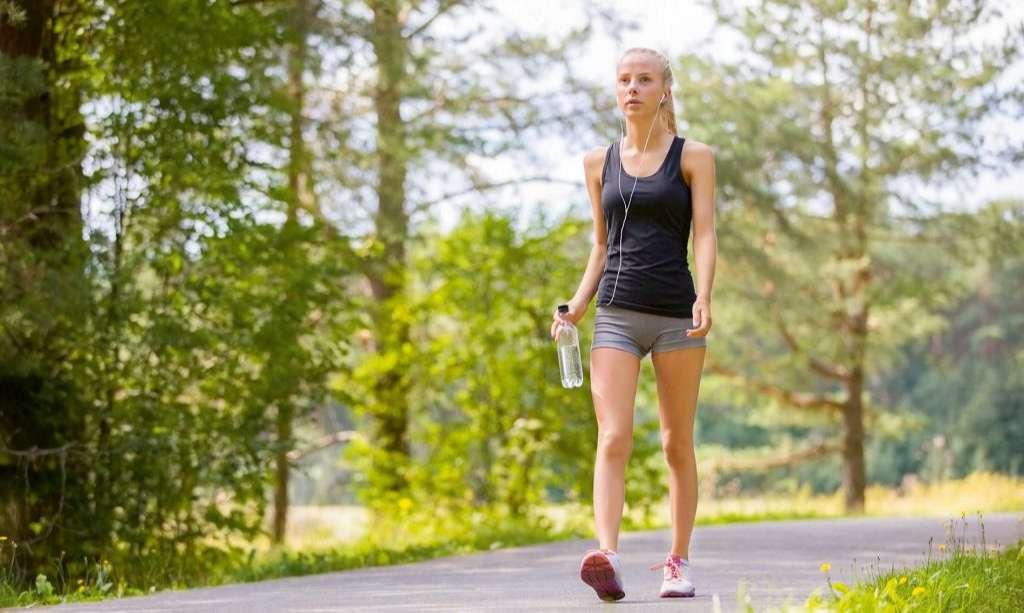 Thay thế chạy bộ bằng đi bộ sẽ là sự lựa chọn phù hợp, an toàn và hiệu quả hơn trong điều trị bệnh
