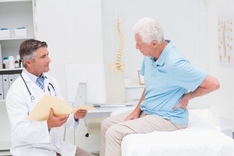 Bệnh thoái hóa cột sống ở người già và thông tin hữu ích cần biết