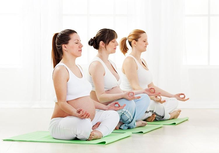 Tập yoga rất được bác sĩ khuyến khích khi đang mang thai.