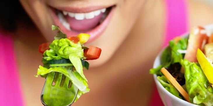 Ăn chậm nhai kỹ sẽ giúp dạ dày giảm áp lực