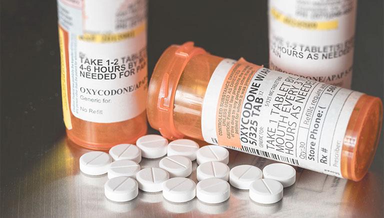 Dù điều trị thoái hóa theo cách nào đi chăng nữa, mọi người cần tham khảo ý kiến của bác sĩ, thầy thuốc để đảm bảo an toàn