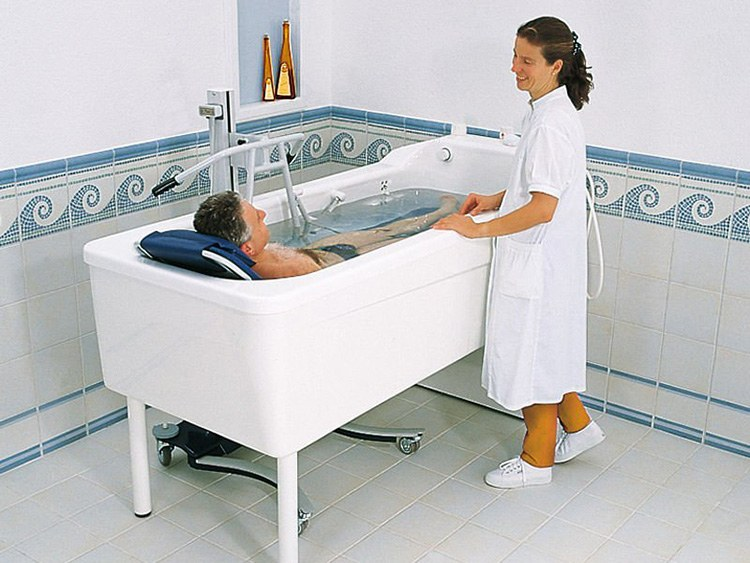 Dưới áp lực của nước, trọng lực giảm, người bị thoát vị đĩa đệm vận động không chịu đau nhức.