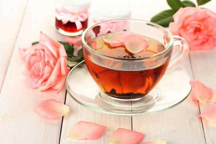 Pha trà với mật ong giúp giảm tình trạng hôi miệng