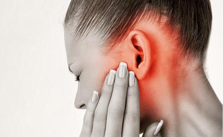 Triệu chứng điển hình của bệnh viêm tai giữa mãn tính thủng nhĩ