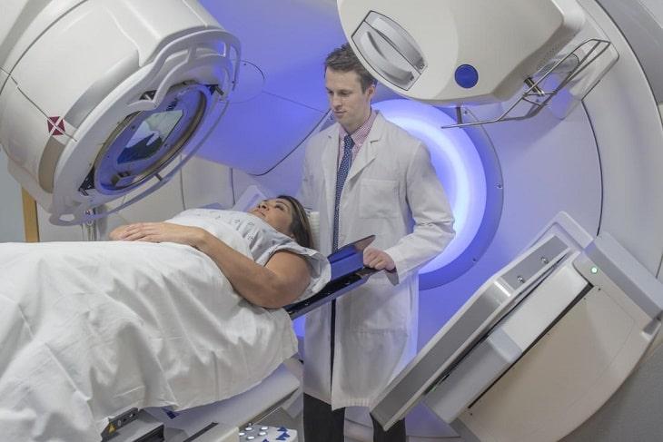 Hình ảnh quang hóa trị liệu chữa vảy nến ở cổ