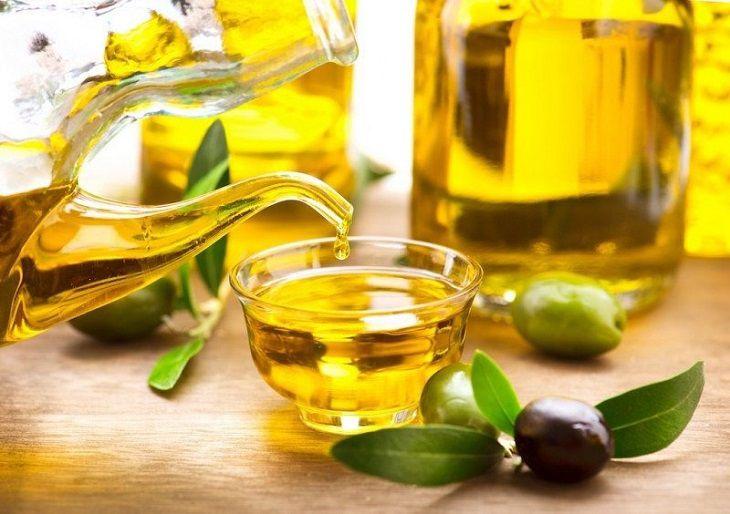 Cách trị vảy nến ở nách với dầu ô liu