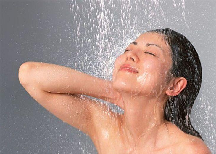 Vệ sinh cơ thể bằng nước ấm