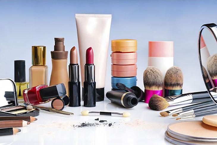 Sử dụng mỹ phẩm kém chất lượng là một trong những nguyên nhân gây bệnh