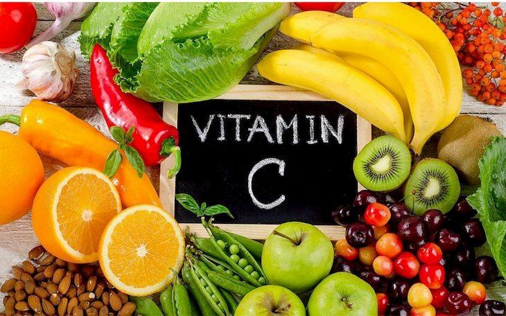 Người bị viêm xoang nên bổ sung rau quả tươi có chứa vitamin C