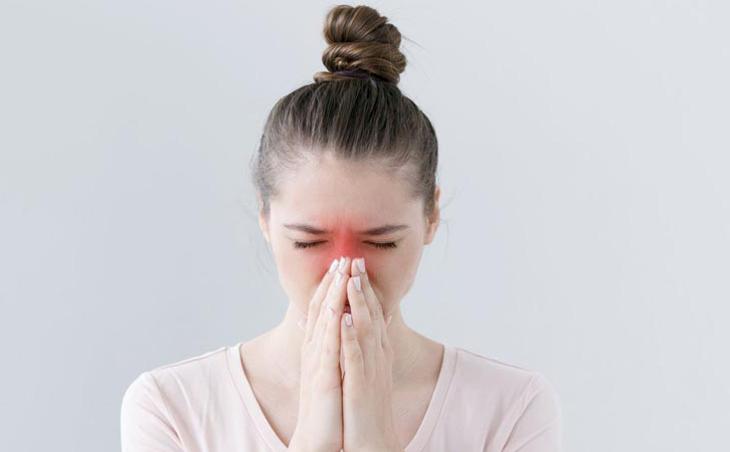 Viêm xoang trán không điều trị kịp thời gây ra nhiều biến chứng rất nguy hiểm