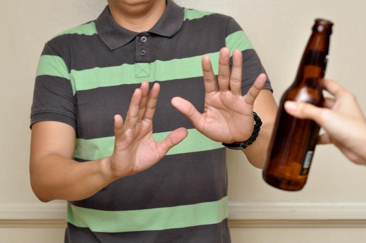 Không nên sử dụng rượu bia hay các chất kích thích vì có thể làm gia tăng tình trạng đau đầu