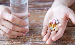 Khi bị viêm xoang trán ống thuốc theo đúng chỉ định của bác sĩ để tránh tác dụng xấu tới sức khỏe