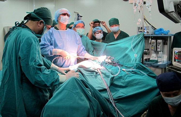 Điều trị thoát vị đĩa đệm bằng phương pháp mổ nội soi.
