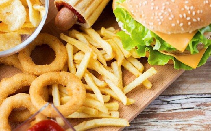Thực phẩm chế biến sẵn, đồ ăn nhanh không đảm bảo lượng dưỡng chất cần thiết để cơ thể chống lại bệnh