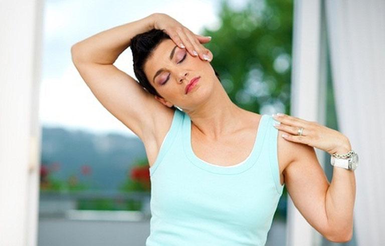 Người bệnh cần thư giãn sau khi bấm huyệt