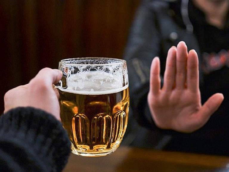 Người bệnh nên kiêng đồ uống có cồn
