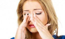 Người bệnh có thể cảm thấy chóng mặt, đau đầu, nghẹt mũi khi bị polyp mũi do viêm xoang