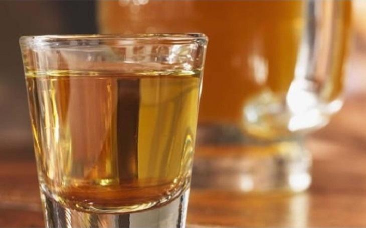 Đông trùng ngâm rượu giúp phái mạnh tự tin duy trì phong độ phòng the chỉ với 1 chén nhỏ mỗi ngày