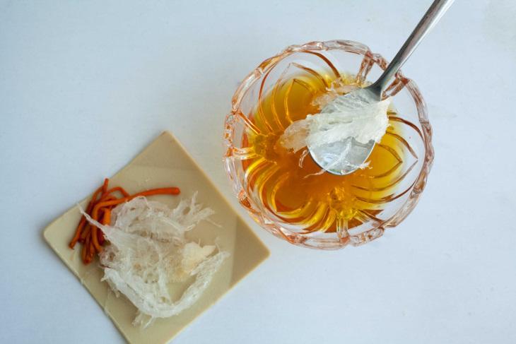 Cách sử dụng đông trùng hạ thảo khô chưng yến đơn giản