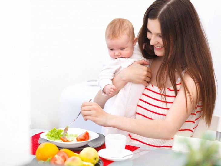 Cân bằng chế độ dinh dưỡng sau sinh phòng bệnh giảm trí nhớ