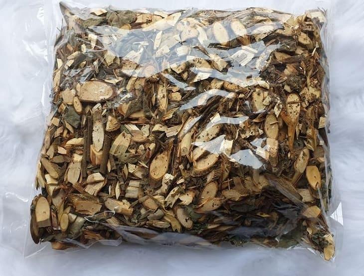 Bộ phận dùng làm thuốc của cây là phần thân, cành, lá
