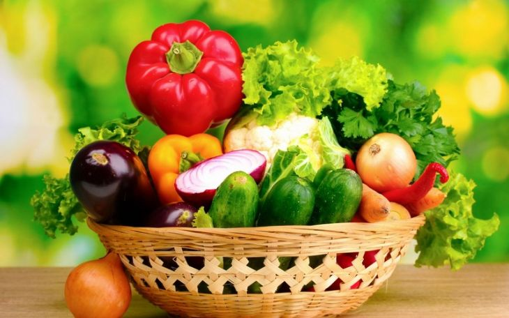 Người cao tuổi cần bổ sung nhiều chất xơ có trong rau xanh, trái cây