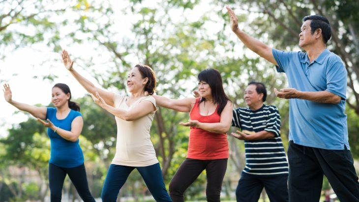 Ngoài áp dụng những biện pháp để chữa trị, người già cần duy trì luyện tập yoga, dưỡng sinh,... để ngăn ngừa bệnh tái phát