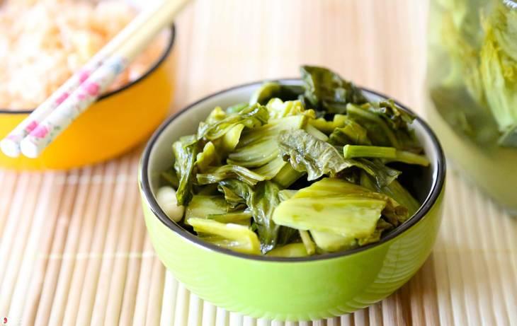 Người bị suy nhược thần kinh nên hạn chế ăn các thực phẩm muối chua như dưa muối, cải muối