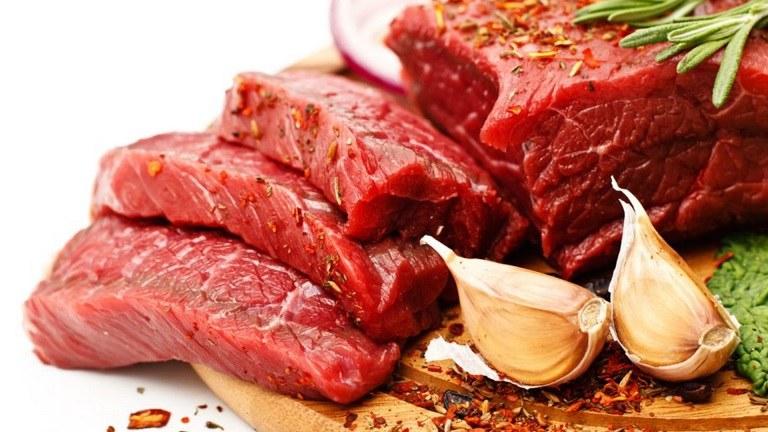 Bệnh nhân gai cột sống nên hạn chế ăn thịt đỏ