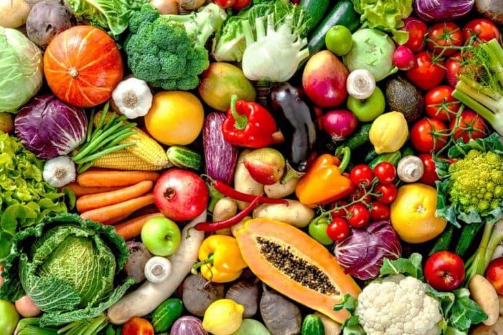Bổ sung nhiều rau xanh và hoa quả để hỗ trợ điều trị bệnh vảy nến