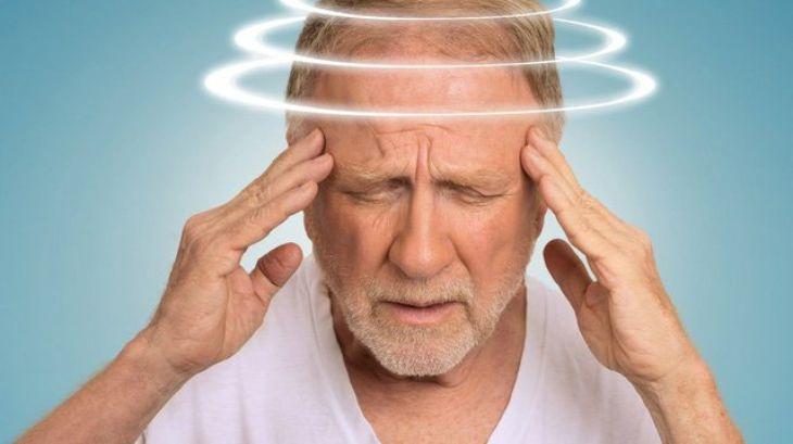 Có rất nhiều nguyên nhân gây ra tình trạng rối loạn tiền đình ở người già