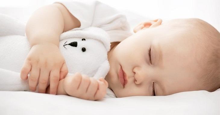 Phụ huynh cần nhắc nhở và rèn cho con mình thói quen đi ngủ sớm và ngủ đủ giấc mỗi ngày