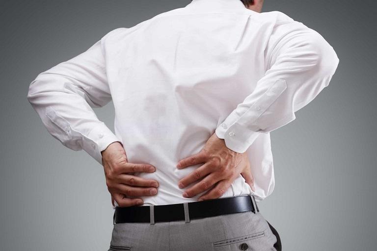 Thoái hóa cột sống lưng gây đau âm ỉ vùng lưng, hông